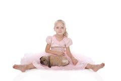 Menina em um vestido elegante cor-de-rosa fotografia de stock