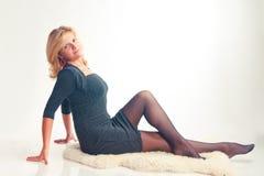 A menina em um vestido escuro Imagem de Stock Royalty Free