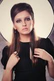 Menina em um vestido preto Imagens de Stock
