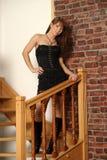 Menina em um vestido preto curto Foto de Stock Royalty Free