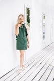 Menina em um vestido verde Fotografia de Stock Royalty Free