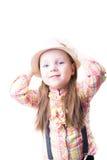 Menina em uma blusa e na calças da manta do chapéu do verão com suspensórios Imagens de Stock Royalty Free