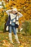 Menina em uma caminhada no parque Foto de Stock Royalty Free