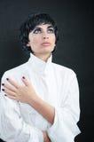 Menina em uma camisa branca Foto de Stock Royalty Free