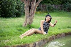 A menina em uma grama Imagens de Stock Royalty Free