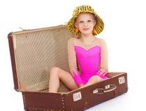 Menina em uma mala de viagem Imagens de Stock