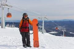 Menina em uma montanha na frente de funicular Fotografia de Stock