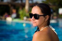 Menina em uma piscina Imagem de Stock