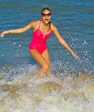 Menina em uma praia fotografia de stock