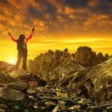 Menina em uma rocha Fotos de Stock Royalty Free