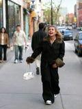 Menina em uma rua fotos de stock royalty free