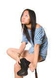 A menina emocional com bordos comprimidos olha para cima Imagens de Stock Royalty Free