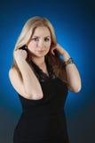 Menina encantador, isolada em um inclinação azul Foto de Stock Royalty Free
