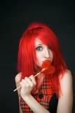 Menina engraçada do Redhead com lollipop foto de stock royalty free