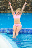 Menina engraçada na piscina Foto de Stock Royalty Free