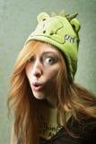 Menina engraçada no chapéu do dragão Imagens de Stock