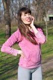 Menina engraçada que fala sobre o telefone foto de stock royalty free