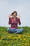 Menina engraçada que mostra as mãos Fotos de Stock Royalty Free