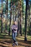 Menina entre as árvores Imagens de Stock