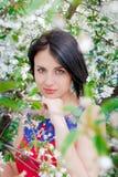 Menina entre as árvores de florescência Imagem de Stock Royalty Free