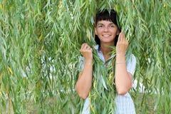 Menina entre as folhas Imagens de Stock