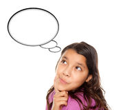 Menina envelhecida adolescente latino-americano com bolha em branco do pensamento Foto de Stock