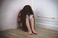 A menina era punição pelo pai fotografia de stock royalty free