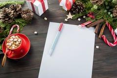 A menina escreve a letra a Santa Claus Imagem de Stock Royalty Free