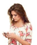 A menina escreve uma mensagem Fotografia de Stock