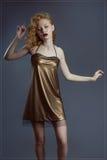 Menina escultural com um cabelo luxuoso e uns olhos fechados Foto de Stock Royalty Free