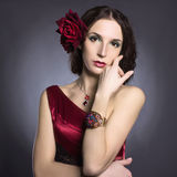 Menina espanhola Flor no cabelo Fotos de Stock Royalty Free