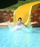 A menina espirra de uma corrediça de água Imagem de Stock Royalty Free