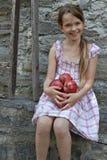 A menina está comendo frutas Imagem de Stock Royalty Free