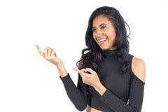 A menina está feliz com sua decisão, apontando ao lado Mo fêmea fotografia de stock royalty free