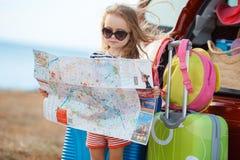 A menina está indo em uma viagem Imagens de Stock