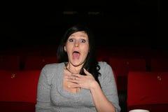 A menina está no cinema Fotos de Stock