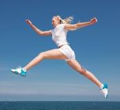 A menina está saltando Imagem de Stock Royalty Free