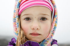 Menina excepcionalmente bonita com olhos grandes Fotografia de Stock