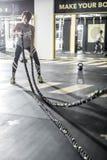 A menina exercita com corda da aptidão no gym Foto de Stock Royalty Free