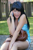 Menina expressivo com telemóvel Imagens de Stock