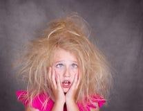 Menina eyed cruz com cabelo louco imagens de stock