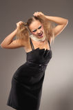Menina Fair-haired em pouco vestido preto imagens de stock