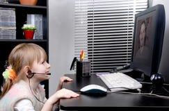 A menina fala com o pai Imagens de Stock