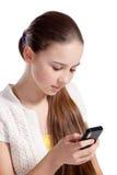 A menina fala pelo telefone móvel Fotografia de Stock Royalty Free