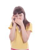 A menina fala por um telefone móvel. Foto de Stock