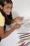 A menina faz o esboço da forma Fotografia de Stock Royalty Free