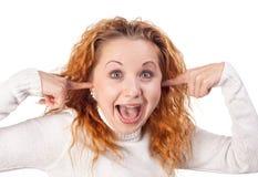 A menina fecha suas orelhas pelas m?os Imagem de Stock Royalty Free
