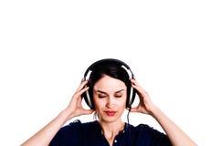 Menina fechado dos olhos com fones de ouvido Foto de Stock Royalty Free