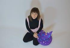 Menina feericamente - gnomo, manequim, boa fada, bruxa para Dia das Bruxas Fotografia de Stock
