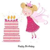 Menina feericamente que funde para fora velas com o bolo do feliz aniversario Fotos de Stock